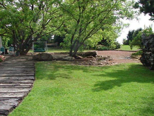 Birds of australia habitats garden for Rural australian gardens
